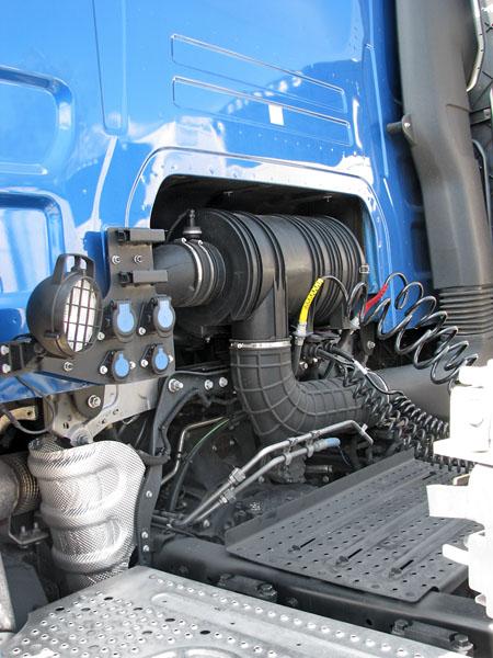 Propojení elektrické soustavy 24 V atříokruhové brzdové vzduchové soustavy celé jízdní soupravy