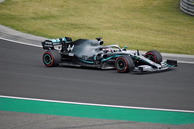 Pro Lewise Hamiltona (Mercedes-AMG) to bylo osmé letošní vítězství, ale celkově už sedmé na Hungaroringu