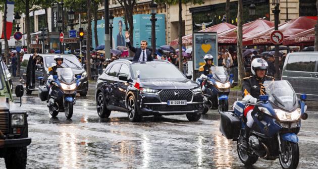 14. května roku 2017 po své inauguraci zdravil francouzský prezident Emmanuel Macron davy na Champs-Elysées z okna speciálního prototypu DS 7 Crossback