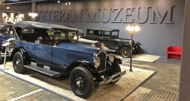 Studebaker Big Six z roku 1924 (tato modelová řada vznikla mezi roky 1918 a1926) pohání řadový šestiválec 6,0 l ovýkonu 55 kW (75 k)