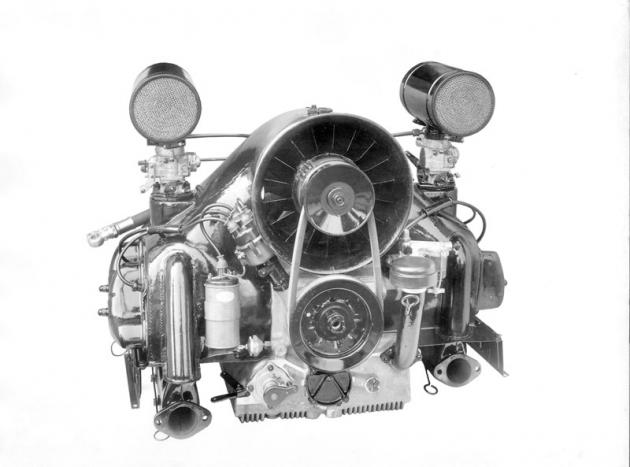 Druhá verze motoru se svislým ventilátorem a dvěma karburátory