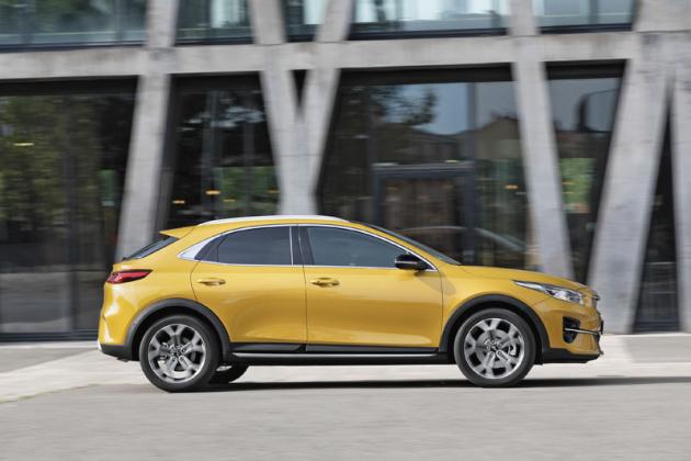 """Světlá výška 184mm (s 18"""" koly) svojí velikostí dokonce překonává SUV Kia Sportage"""