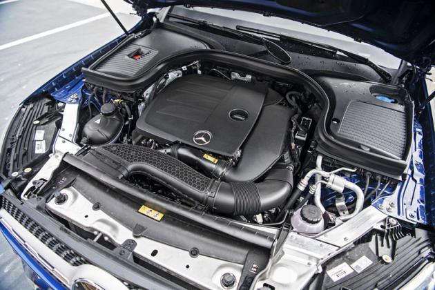 Standardní výbavou zážehových čtyřválců je 48V startér-generátor s výkonem 10 kW