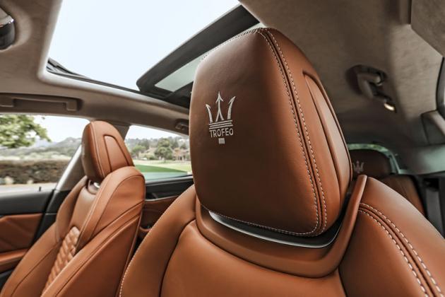 Maserati dbá na efekt. Nesmí proto chybět správné vyšívání