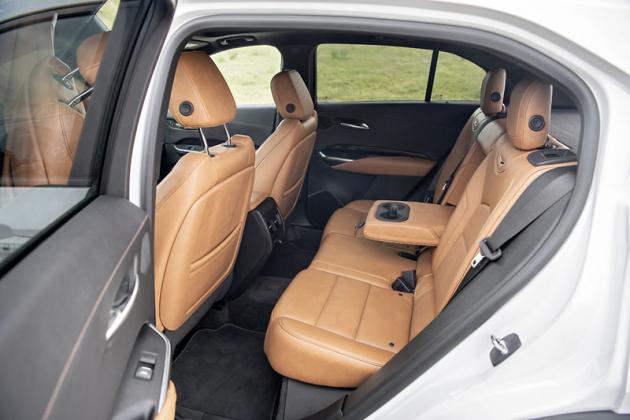 Potřebný prostor akomfort poskytují i zadní sedadla