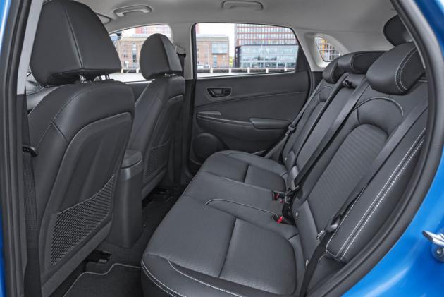 Také zadní sedadla jsou pohodlná. Výraznější anatomické tvarování bude postrádat málokdo