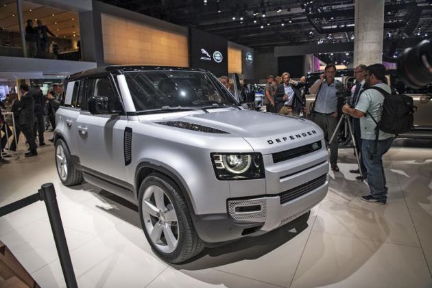 Land Rover Defender se snaží být variabilním off-roadem. Není však retro, ale používá nejmodernější techniku