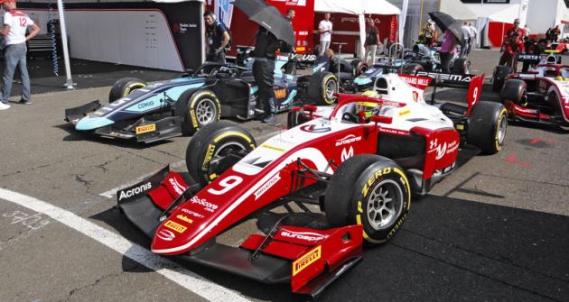 Mick Schumacher, syn sedminásobného mistra světa formule 1, dobyl svoje první vítězství formule 2 na okruhu Hungaroring u Budapešti