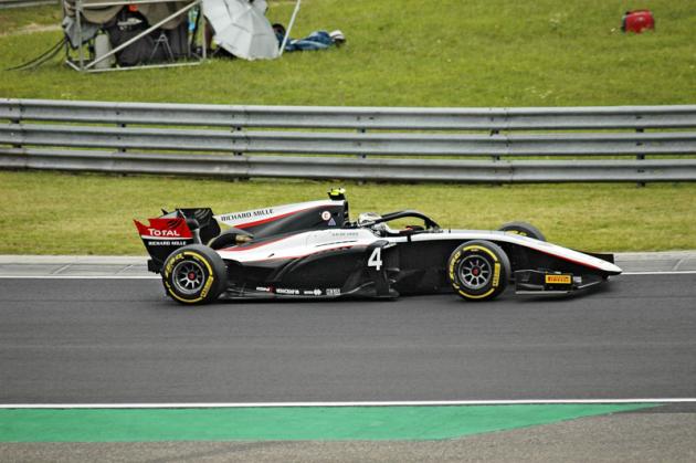 Nyck De Vries zNizozemska patří k veteránům formule 2, v letošní sezoně má zřejmě poslední šanci vyhrát mistrovský titul!