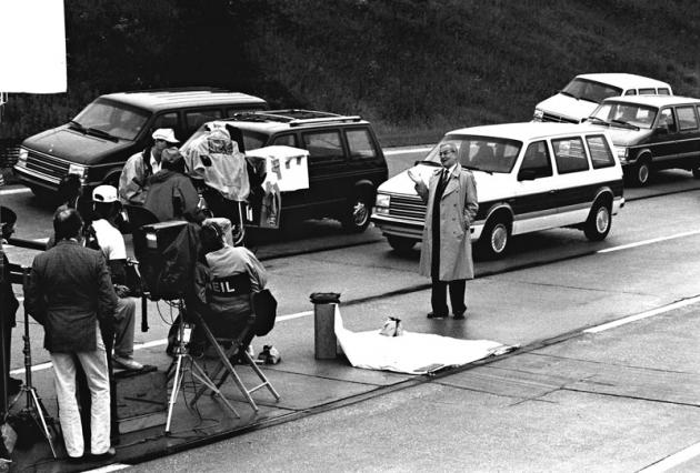 Lee Iacocca na záběru znatáčení televizní reklamy na Chryslery