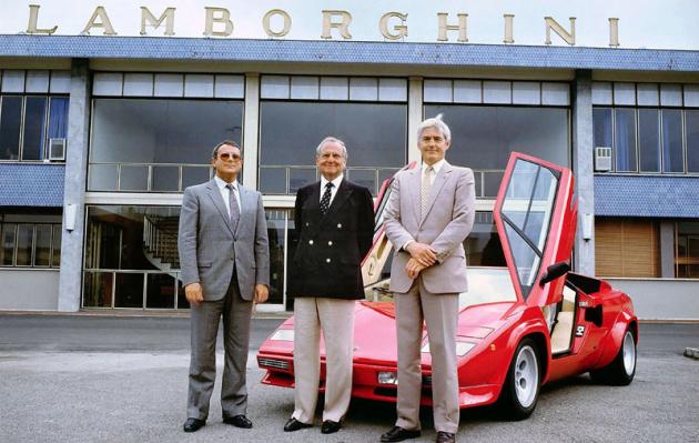 Zleva Emile Novaro, Lee Iacocca a Bob Lutz na snímku z dubna 1987, kdy se nakrátko stal Chrysler majitelem automobilky Lamborghini