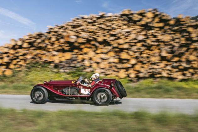 Mezi nejstaršími vozy zářila stylová Alfa Romeo 8C 2300 MM Spyder, se kterou dorazila německá posádka. Řadový osmiválec má výkon 180 koní