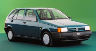 Fiat Tipo jako evropský Car of the Year 1989; prestižní titul získal s velkým bodovým náskokem