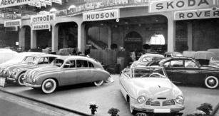 Ženeva, březen 1949: vpravo vpředu  kabriolet Tatraplan s karoserií Sodomka
