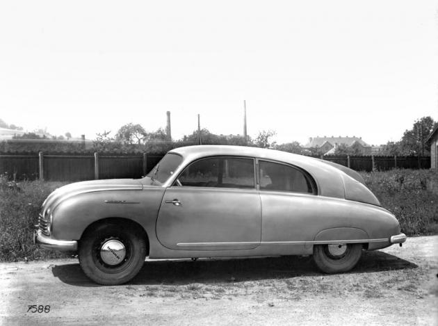 Jedno ze dvou kupé T 601 ročníku 1949 v původním stříbřitém zbarvení