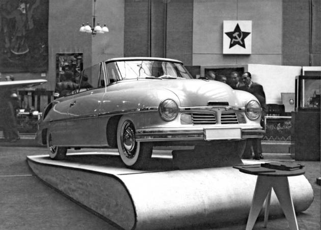 Na výstavě darů pro Stalina vprosinci 1949 vholešovické Strojnické hale