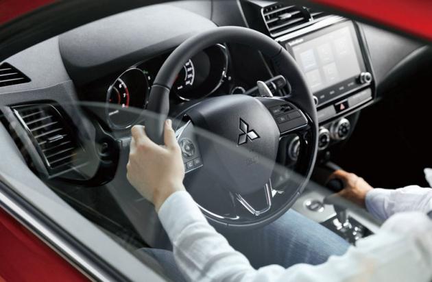 """Největším příspěvkem """"luxusu"""" modernizovaného Mitsubishi ASX je silnější motor, následuje jej hodnotněji působící interiér"""