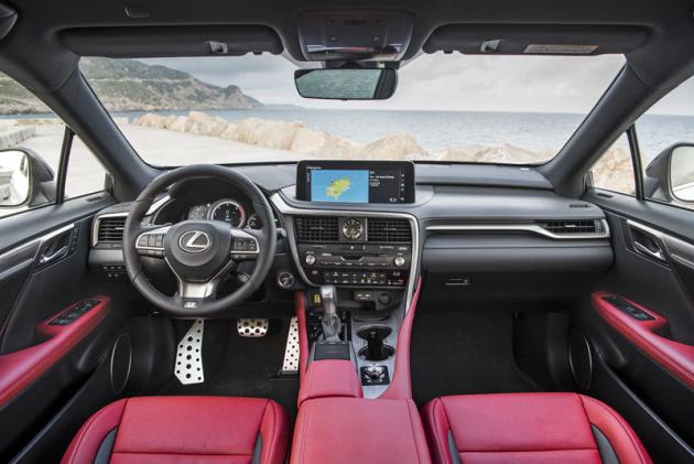Interiér je silnou stránkou Lexusu RX. Pokytuje značný komfort a klidnou atmosféru