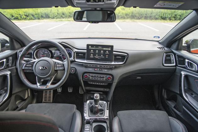"""Také v oblasti pozice za volantem je uCeedu GT na sportovních sedadlech vše""""v pořádku"""""""