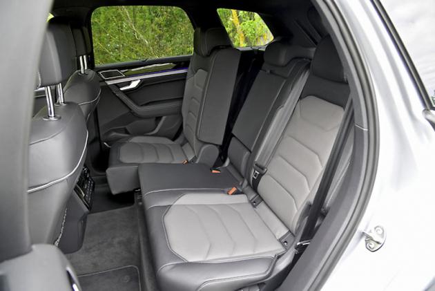 Zadní sedadla jsou všestranně stavitelná a nabízí dostatek prostoru
