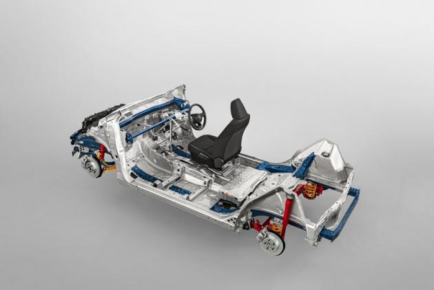 Přechod z Ni-MH na li-iontové akumulátory přinesl snížení hmotnosti a zlepšení dynamických parametrů vozu