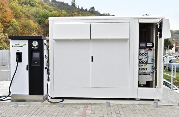 Jádro pilotního projektu Auto Podbabská: unikátní energetické úložiště pro efektivní hospodaření s elektrickou energií vrámci celého dealerství