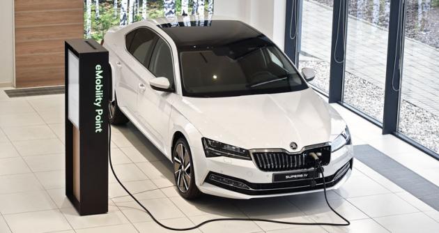 Součástí každého prodejního střediska Škoda Auto se stává demonstrační místo pro předvádění vozů s elektrifikovaným pohonem