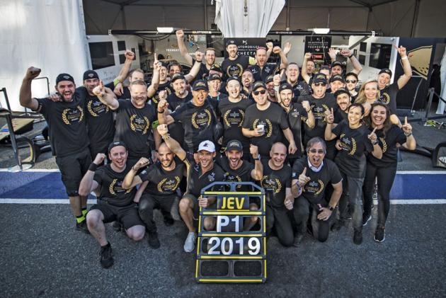 DS TeCheetah F-Electric Team oslavuje mistrovský titul s Jean-Ericem Vergnem