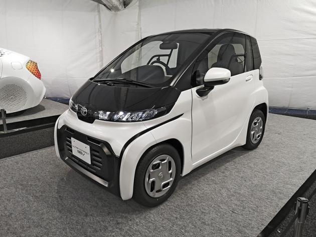 Toyota Ultra-Compact BEV je novou generací japonských městských vozítek, tzv. kei cars. Akumulátor zajistí dojezd kolem 100 km a nejvyšší rychlost 60 km/h a prodeje budou zahájeny na začátku příštího roku