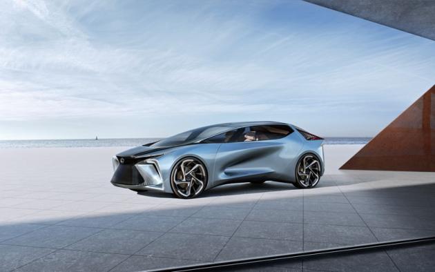 Lexus LF-30 Electrified v roce 30. výročí založení luxusní značky koncernu Toyota předznamenává nástup její elektrifikace a byl jediným exponátem na tomto stánku. Stylistické cvičení disponuje elektromotory v kolech, akumulátorem 110 kWh, dojezdem 500 km (WLTP) a zrychlením 0 – 100 km/h za 3,8 s