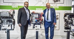 Dva muži, kteří do technického vývoje automobilů Škoda zasáhli skutečně významně: vpravo Ing. Petr Hrdlička, vlevo jeho syn Ing. Martin Hrdlička