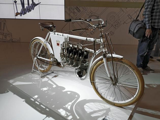 Replika unikátního čtyřválcového motocyklu Laurin a Klement TypCCCC (1904)