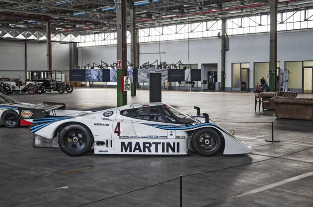 Část věnovaná závodním strojům nabízí například Lancii LC2 – vůz z80. let dosahující rychlosti až 360km/h