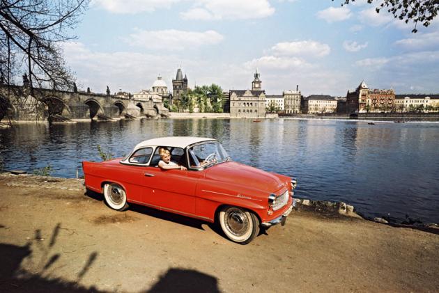 Felicia modelového ročníku 1961 snovou delší laminátovou střechou