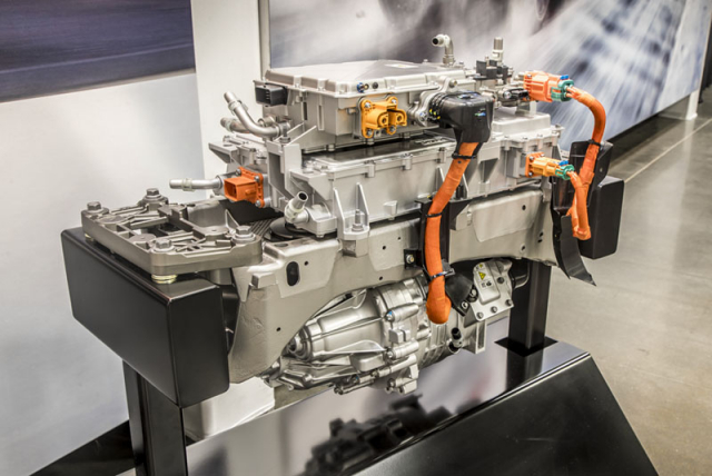 Motor tvoří s řídicí elektronikou ajednostupňovým převodem kompaktní celek