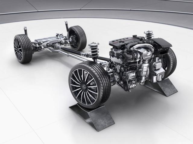 Třída GLB patří do rodiny kompaktních modelů Mercedes-Benz s motorem napříč, jejichž hlavním představitelem je třída A