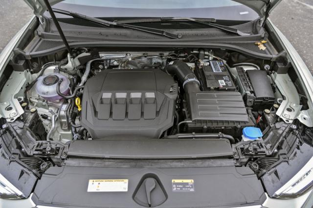 Zážehový dvoulitr TFSI s výkonem 169 kW je i v tomto voze zdrojem značného potěšení z jízdy