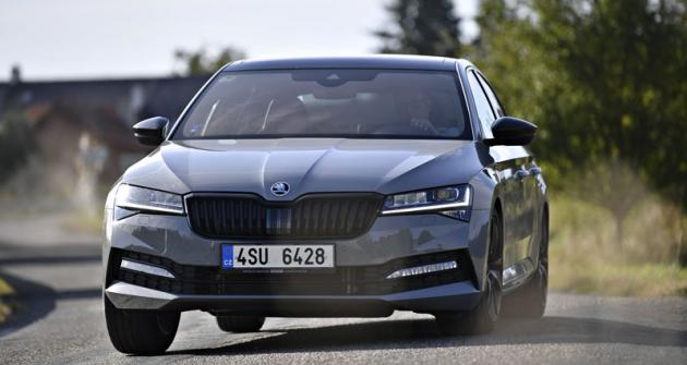 Škoda Superb 2.0 TDU DSG 4x4 Sportline