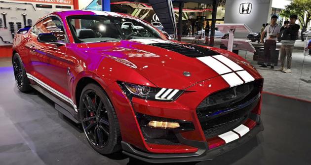 Shelby GT500 z produkce oddělení Ford Performance má kompresorový  osmiválec 5,2 litru s výkonem 567 kW (771 k). Stojí 72 900 dolarů bez daně...