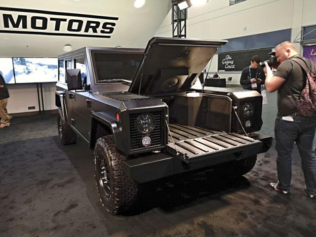 Bollinger Motors zDetroitu představil originální vozy B1 a B2 s elektrickým pohonem