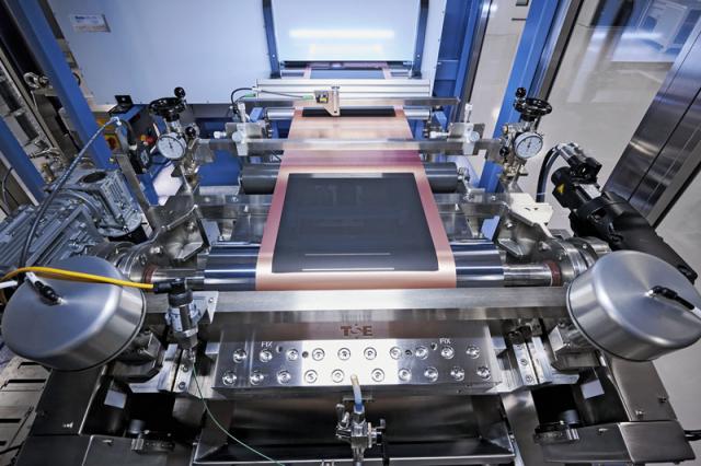 V minitovárně sejednotlivé komponenty vyrábějí sice vmalém, ale průmyslovým způsobem na výrobní lince