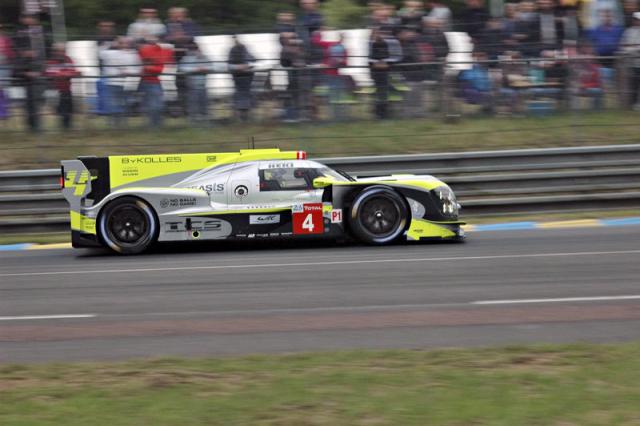 Rakouský tým ByKolles Racing svozem Enso CLM P1/01 Nissan svádí marný boj se soupeři vnejrychlejší kategorii LMP1