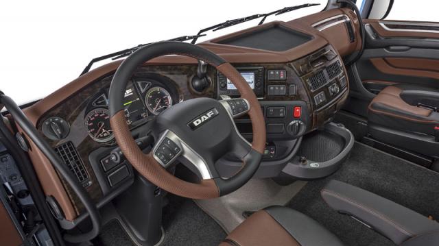 Sofistikované pracoviště řidiče moderních tahačů DAF CF/XF