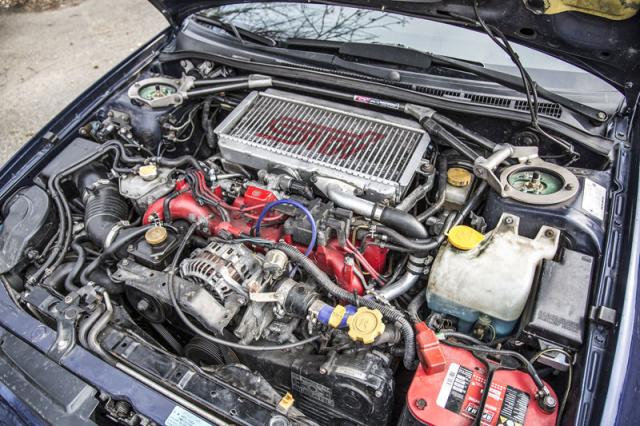Ploché motory boxer od Subaru mají nad sebou umístěný chladič stlačeného vzduchu ofukovaný přes otvor v kapotě
