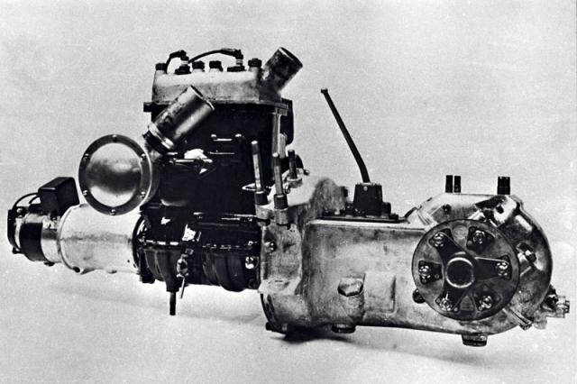 Poháněcí ústrojí ZA32 s převodovkou arozvodovkou před motorem