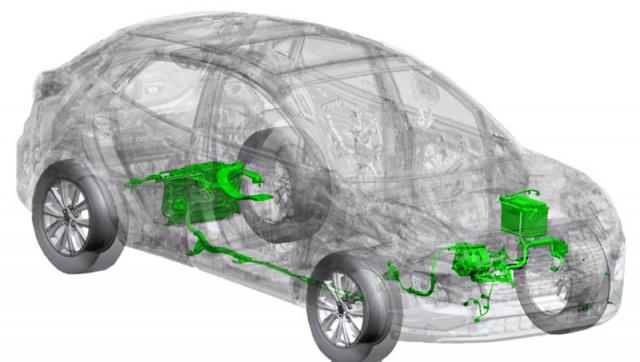Rozložení mild-hybridního poháněcího systému ve Fordu Puma. Vpředu jsou 12Vakumulátor pro napájení palubních systémů a startér/ /generátor pro rekuperaci elektrické energie. Ta se pro pozdější využití ukládá do 48Vakumulátoru vzadu, jenž ovlivňuje tvarování zavazadlového prostoru