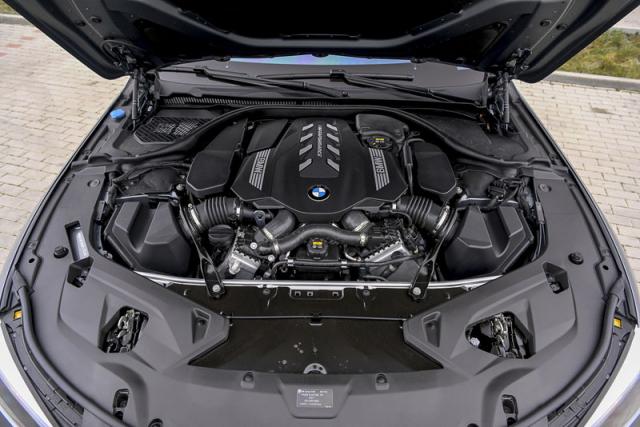 Přeplňovaný osmiválec má v nejnovější generaci výkon 390 kW (530 k) a rovněž zásluhou točivého momentu 750 N.m je zdrojem výjimečných jízdních zážitků