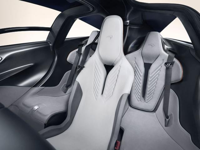 Speedtail je v současnosti jediný model McLarenu s třímístným uspořádáním interiéru