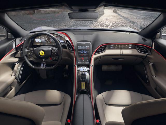 Interiér je v mnoha ohledech pro Ferrari novátorský, i když si zachovává umístění hlavních ovládacích prvků na volantu. Na tradice odkazuje například vzhled ovladačů dvouspojkové převodovky, vzdáleně připomínající otevřenou kulisu řazení. Žlutý znak Ferrari mezi sedadly je umístěný na klíčku od vozu