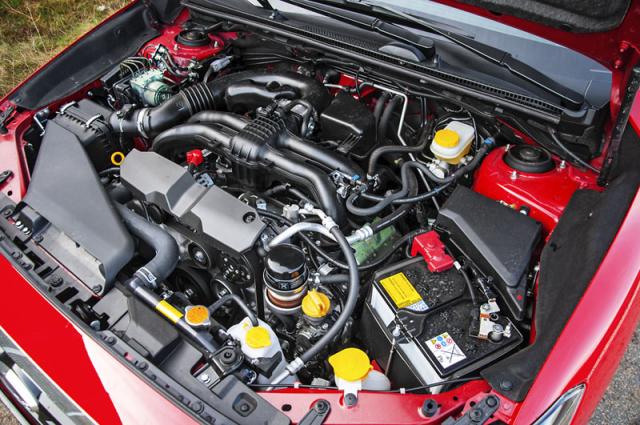 Nepřímovstřikový čtyřválec FB20B je sice pomalejší než původní přeplňovaný motor, pořád ale nabízí důstojné svezení